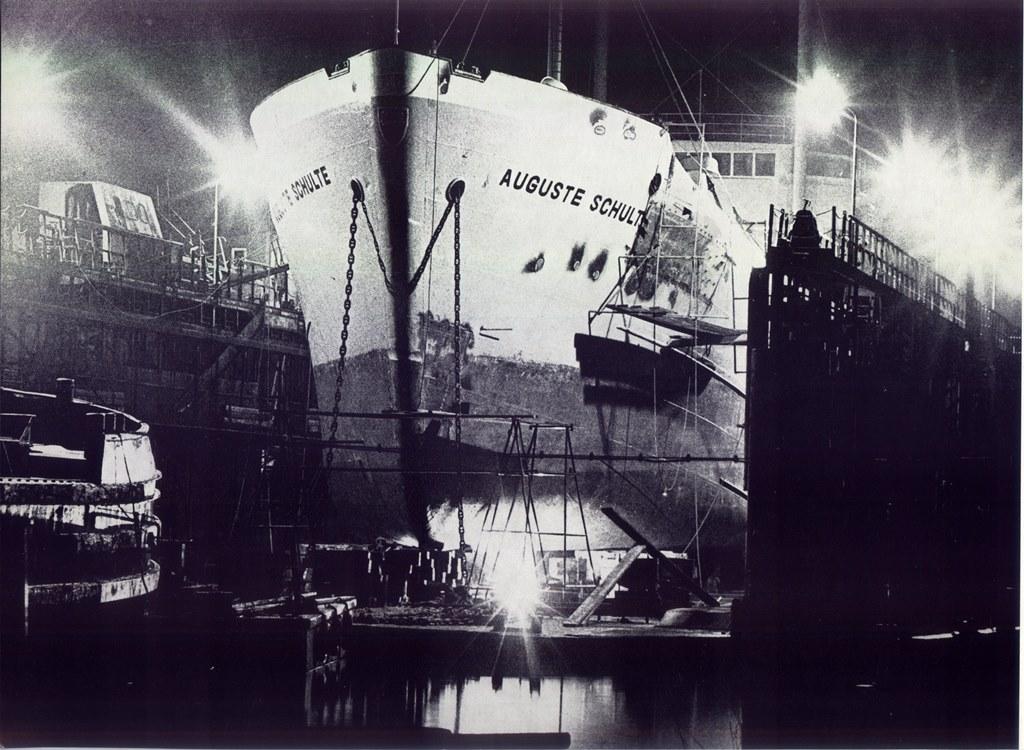 Auguste Schulte im Dock 001