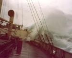 """MS """"DUKEGAT"""" im Taifun"""